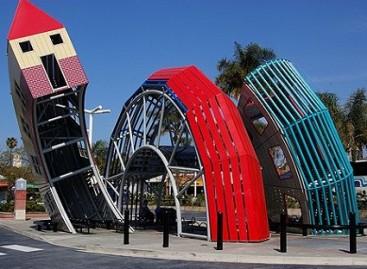 Žaismingos ir kūrybiškos autobusų stotelės