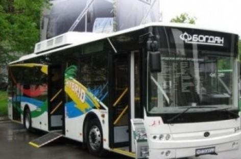 """""""Bogdan"""" pristatė pirmąjį hibridinį autobusą"""
