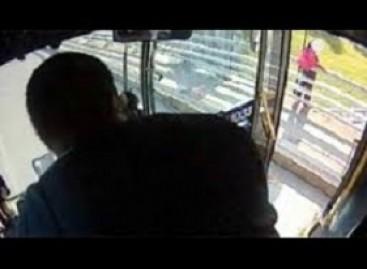 JAV mokyklinio autobuso vairuotojas išgelbėjo merginą nuo savižudybės
