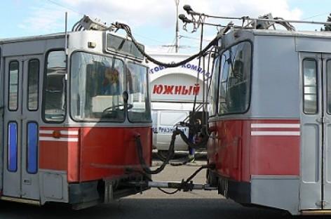 Atsisveikina troleibusai traukiniai