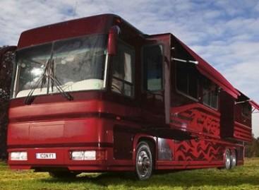 Formulės 1 žvaigždžių autobuse – prabangus viešbutis
