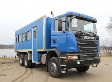 """""""Scania"""" pristato autobusą ant vilkiko važiuoklės"""