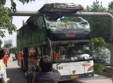 Vairuotojas pamiršo, kad autobusas – dviaukštis