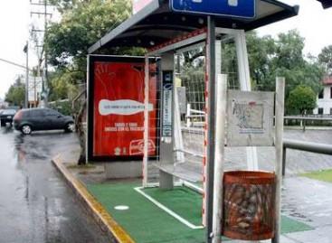 Autobusų stotelės – futbolo čempionato tematika