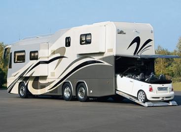 Namai ant ratų – su garažu automobiliui