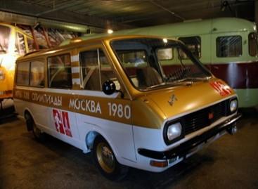 RAF mikroautobusai išvyko į istorinę kelionę po Latviją