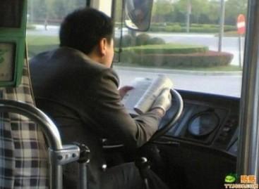 Ką žmonės veikia prie vairo?