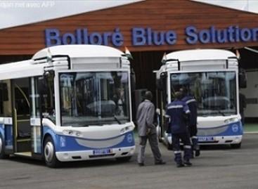 Kamerūno sostinės studentai į universitetą važinėja elektriniais autobusais