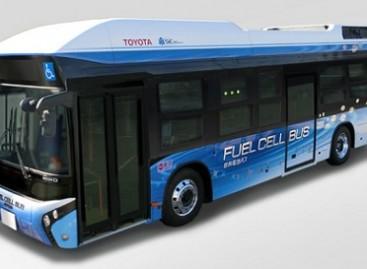 """""""Toyota"""" ir """"Hino"""" sukūrė vandeniliu varomą autobusą"""
