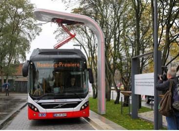 """""""Volvo"""" hibridinis autobusas išvažiavo į Hamburgo gatves"""