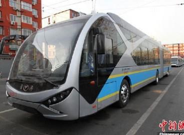 Pekine debiutuoja 18 metrų ilgio elektriniai autobusai