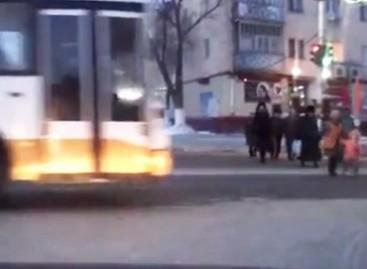 """Nubaustas Kazachstano autobuso vairuotojas, tapęs klipo """"Išprotėjęs autobusas"""" herojumi"""
