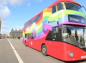 Londone – vaivorykštinis autobusas