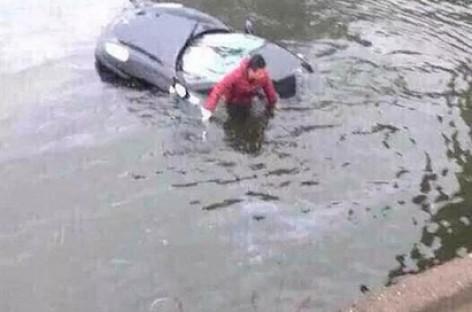 """Kinietis paskandino tėvo pirktą """"Ferrari"""""""
