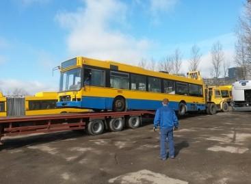 Seniausi vilniečius vežę autobusai virs metalo laužu