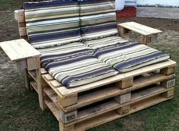 Originalūs baldai – iš senų medinių padėklų