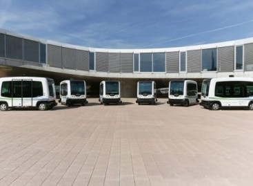 Autobusai be vairuotojo kasdien vežioja studentus Lozanoje