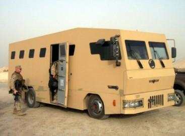 """""""Rhino Runner"""" – šarvuotas autobusas karinėms operacijoms"""
