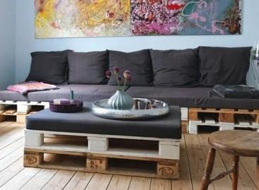 Originalūs baldai – iš medinių padėklų