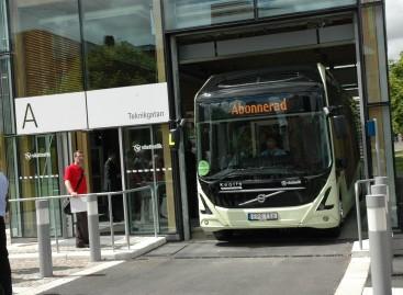 Nauja viešojo transporto koncepcija: autobusų stotelė… bibliotekoje