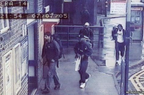 Didžiojo Britanijoje prisiminė teroro akto viešajame transporte aukas