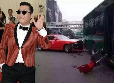 """""""Gangnam style"""" atlikėjas raudonu """"Rolls-Royce"""" įsirėžė į autobusą"""