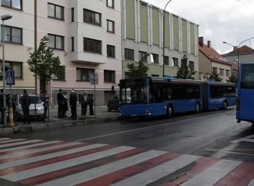 Klaipėdiečiams pristatyti naujomis spalvomis nudažyti autobusai