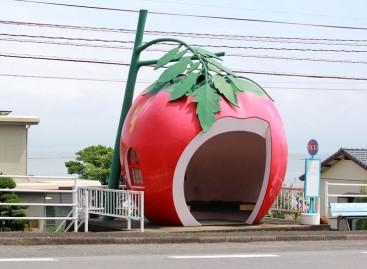 Vaisių ir uogų formos autobusų stotelės Japonijoje