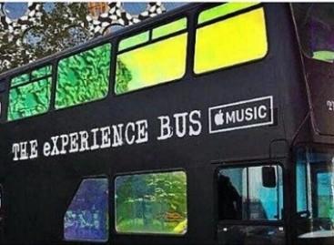 """APPLE ir U2 sukūrė """"virtualios realybės"""" autobusą"""