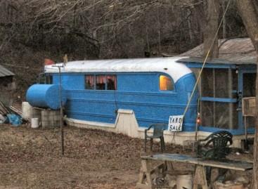 Namai – senuose autobusuose