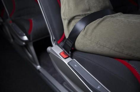 Vežėjai ragina keleivius autobusuose prisisegti saugos diržus