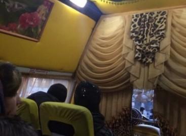 Sibiro miesto vairuotojas pavertė mikroautobusą jurta ant ratų