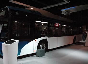 """Rygoje išbandomas elektrinis """"Solaris"""" autobusas"""