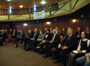 Diskutavo apie alternatyvius energijos šaltinius viešajam transportui