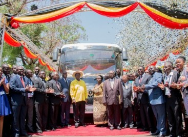 Ugandoje pristatytas saulės energija varomas autobusas