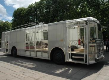 Tauragiškiams pristatytas lietuviškas elektrinis autobusas