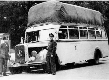 Autobusai su maišais ant stogo