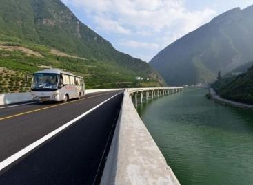 Kinijoje – keturių kilometrų ilgio tiltas upe