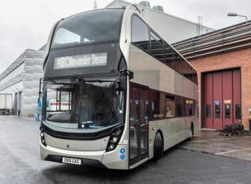 Rinkoje pasirodys pirmasis pasaulyje dviaukštis dujinis autobusas