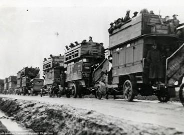 Dviaukščiai autobusai – kare