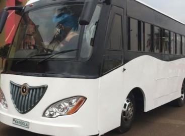 """Ugandoje"""" Kiira Motors"""" pristatė pirmąjį Afrikoje saulės energija varomą autobusą (video)"""