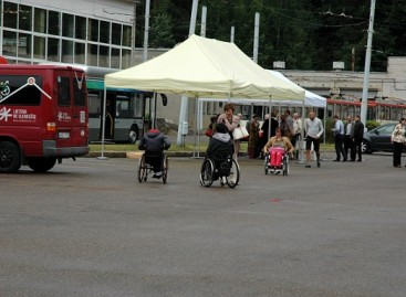 Pamokos viešojo transporto vairuotojams, kaip elgtis su neįgaliaisiais