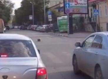 Vaizdo registratorius nufilmavo, kaip autobusas atsitrenkė į namą (video)