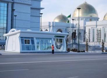 Neįprastos Ašchabado viešojo transporto stotelės