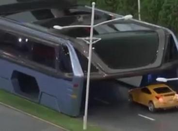 Kinijoje pristatytas autobusas, kuriam nebaisios spūstys (video)