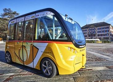 Šveicarijoje bepiločiai autobusai keleivius veža nemokamai
