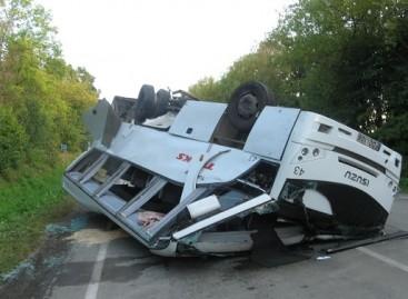 TOKS atstovai: autobusas avarijoje sumaitotas nepataisomai