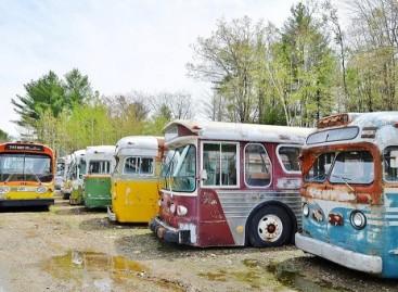 Vieta, kur senos keleivinio transporto priemonės prikeliamos naujam gyvenimui