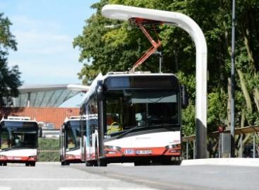"""""""Siemens"""" pristatė universalią įkrovos stotelę, skirtą miesto autobusams"""