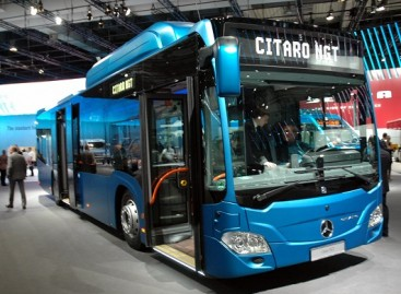 """Mercedes-Benz"" autobusų paradas Hanoveryje"